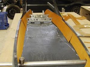 tiras de nomex planteadas a lo largo de la estructura para reforzar